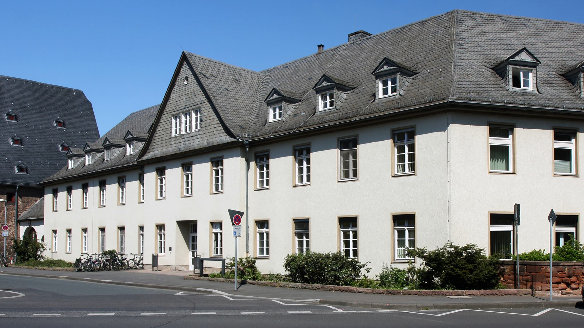 جامعة ماربورج الألمانية تمنح رئيس قسم الآثار صفة أستاذ زائر